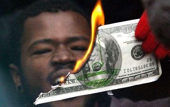Массовый сброс облигаций США могли организовать страны БРИКС - эксперт.
