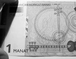 Падение курса маната вызвало панику в Азербайджане