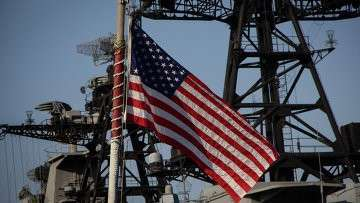Американский флаг на военном судне во Владивостоке. Архивное фото