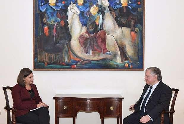 Виктория Нуланд и министр иностранных дел Армении Эдвард Налбандян. Ереван