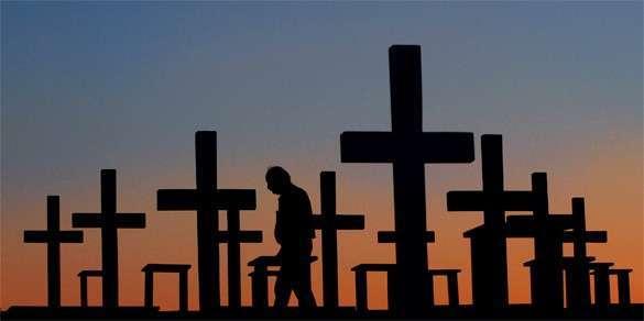 На Украине Россию упрекают Волынской резней. кладбище