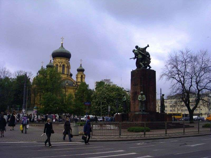В Варшаве отказались возвращать на место памятник советско-польскому братству по оружию