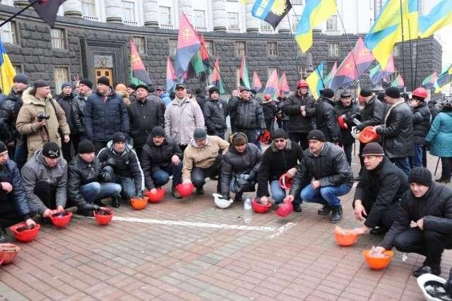 Бунтующим шахтерам Волыни отправили 800 повесток