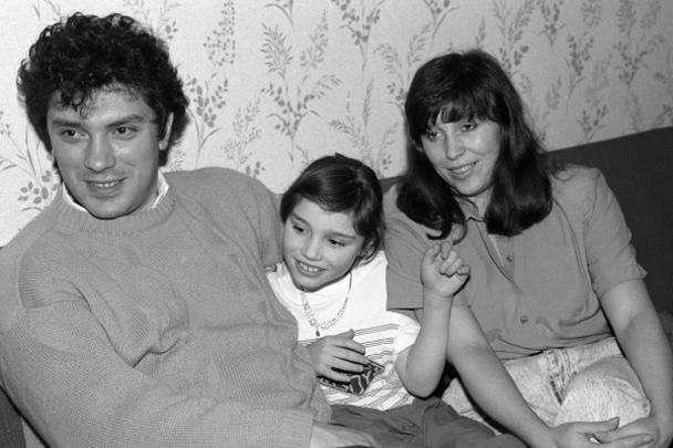 Губернатор Нижегородской области Борис Немцов с женой и дочерью Жанной. 1994 год