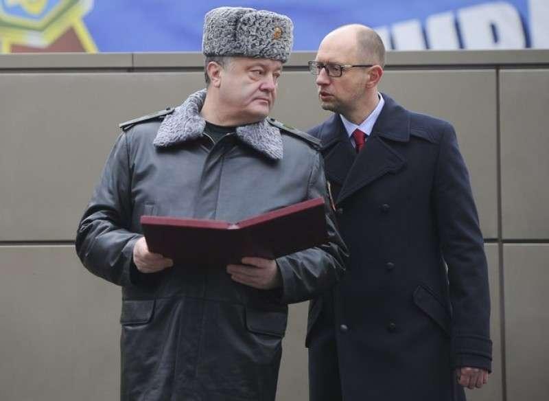 Заклятые партнеры требуют от Порошенко продолжить войну на Донбассе