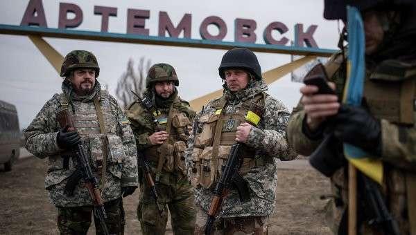 Украинские военнослужащие на окраине Артемовска, Донецкая область. Архивное фото