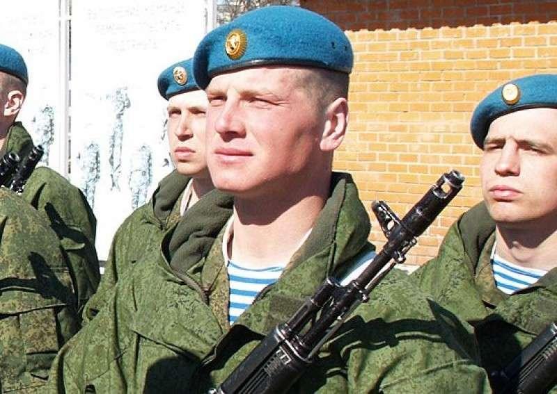Десантники из России потребовали от карателей снять всю русскую и советскую символику