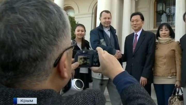 Экс-премьер Японии намерен развеять мифы о российском Крыме