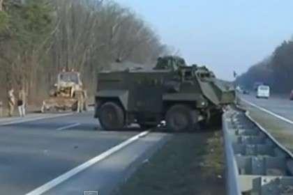 Под Киевом колонна броневиков попала ваварию