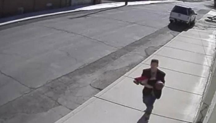 В США камера наблюдения сняла попытку похищения ребёнка