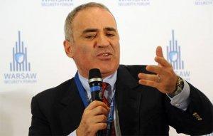 Шахматист Каспаров снова бредит революцией в России