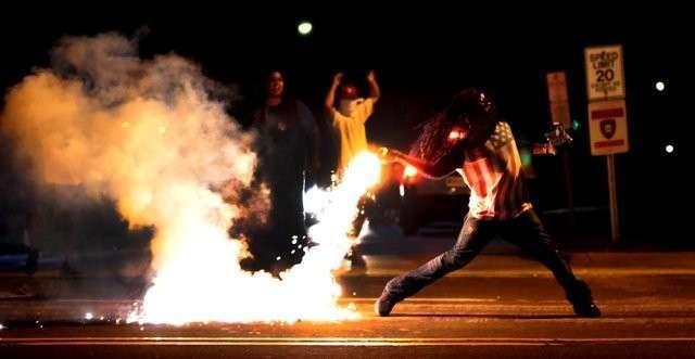 Стрельба в Фергюсоне: почему Америка не может справиться с крошечным городом