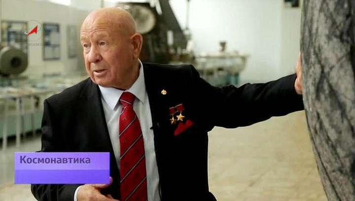 Испытания новых скафандров для космонавтов