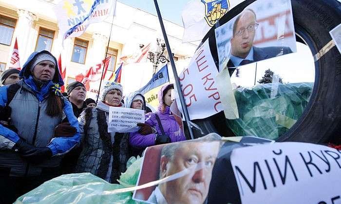 Будни украинского феодализма. Рейтинг киевской власти падает, но единственной альтернативой ей может быть установление диктатуры