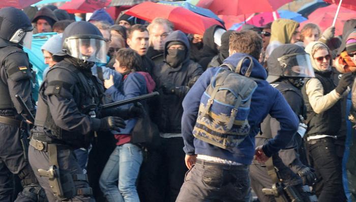 В беспорядках во Франкфурте-на-Майне ранены 70 полицейских