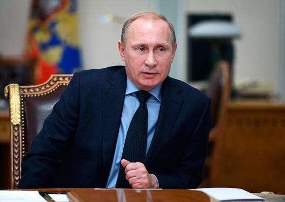 ИноСМИ: Путин не позволил Западу разорить Россию. Владимир Путин за столом