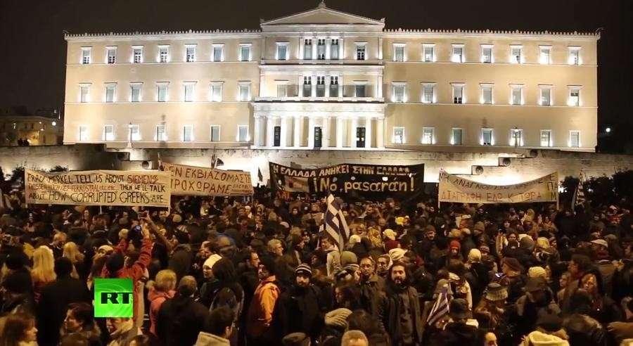 Эксперт: ЕС мешает властям Греции выполнять предвыборные обещания