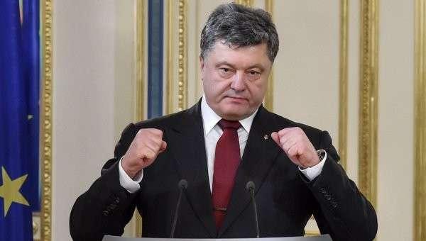 Президент Украины Петр Порошенко на совместной пресс-конференции с комиссаром Евросоюза Йоханнесом Ханом. Архивное фото