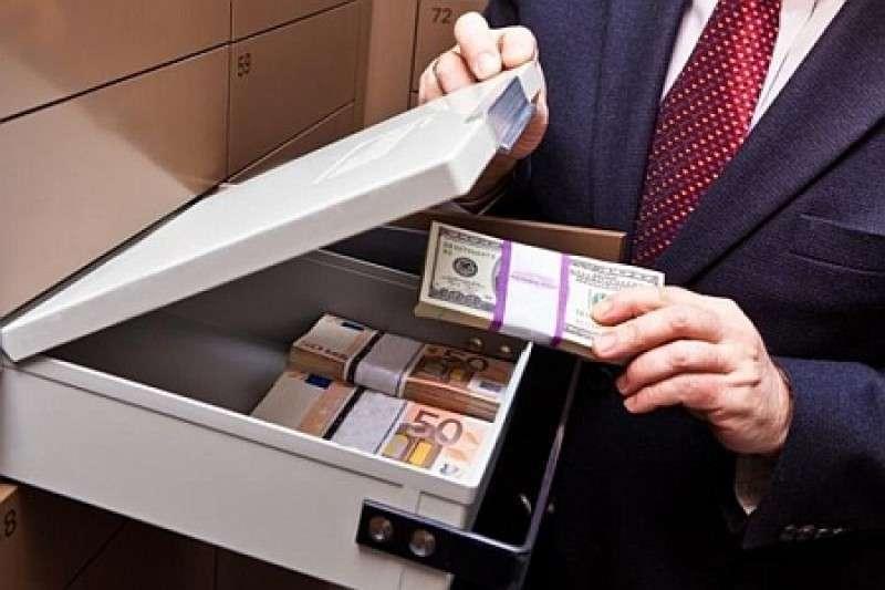 Укро-банкиры воруют валюту и золото из личных сейфов клиентов