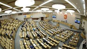 Госдума приняла проект о заморозке зарплат госслужащих и росте соцвыплат