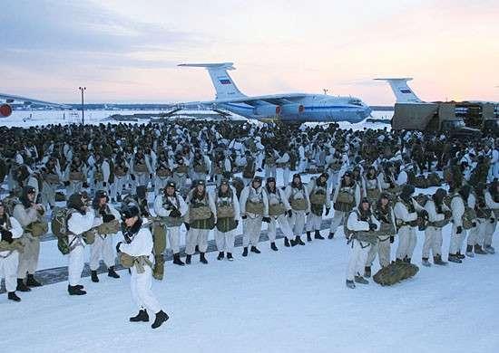 Канадские витязи и русские орки проводят учения в Арктике. Сравним