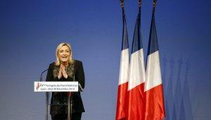 Марин Ле Пен призвала Вальса к отставке после первых данных выборов
