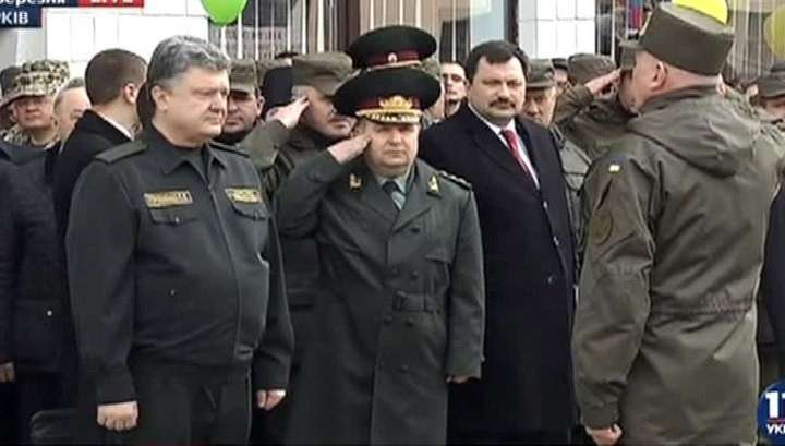 Самозванец Порошенко предложил бандиту Ярошу место в Минобороны Украины