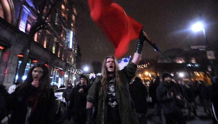 Недовольных канадских студентов полиция закидала гранатами