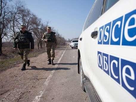 Украинские силовики взорвали гражданский автомобиль