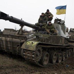 Киевская Хунта возвращает тяжёлые вооружения на линию соприкосновения
