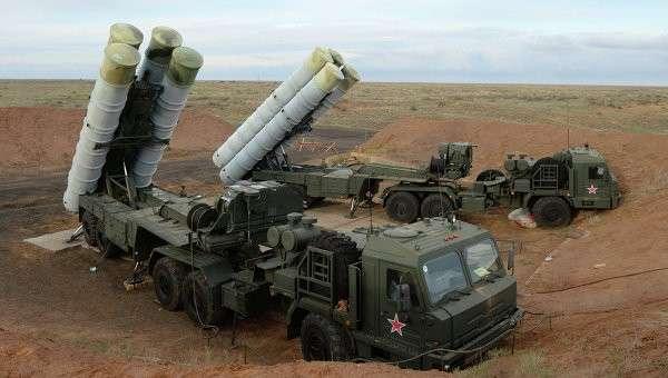 Зенитные ракетные системы С-400 Триумф. Архивное фото