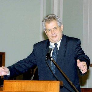 Посол Пиндостана пытался учить жизни Президента Чехии