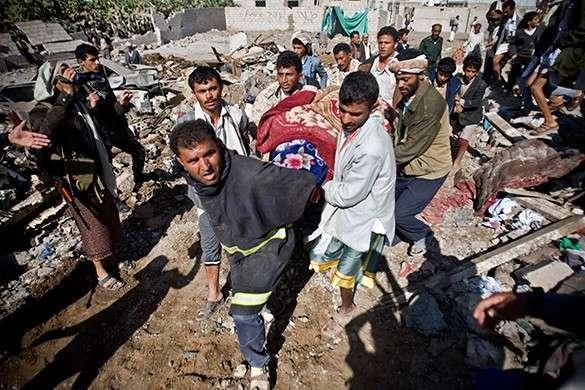 Саудовская Аравия сбрасывает бомбы на мирное население Йемена во имя демократии. Саудиты бомбят Йемен во имя демократии