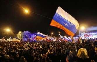 Митинг в Симферополе после окончания референдума о присоединении Крыма к РФ