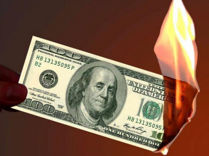 Россия и Китай постепенно избавляются от долларов