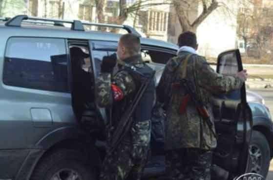 Боевики «Правого сектора» обстреляли блокпост под Славянском. Погибли три человека