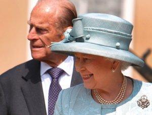 На Елизавету II подают в суд за незаконно занятый британский престол