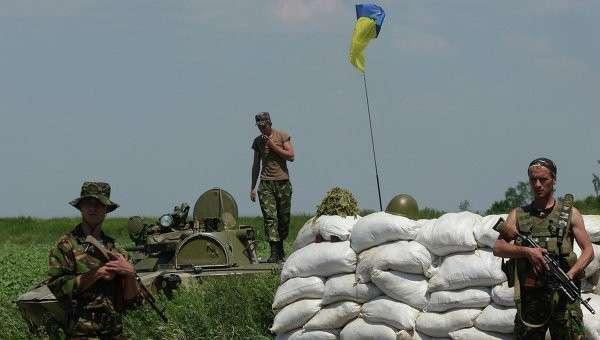 Блокпост украинских военных в населенном пункте Амвросиевка Донецкой области