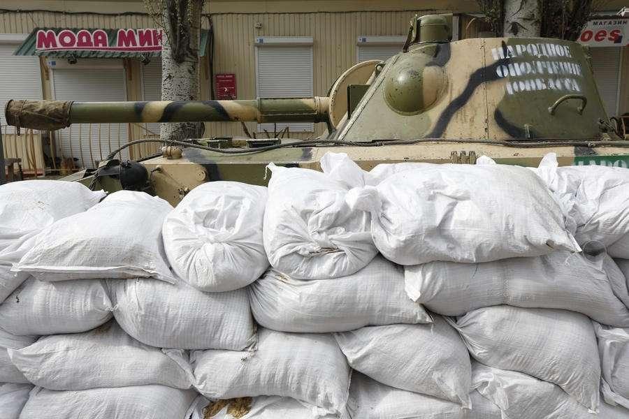 В Славянске неизвестные вновь атаковали три блокпоста, народный мэр ожидает штурм