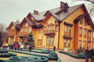 Кто теперь хозяйничает в резиденции Януковича?