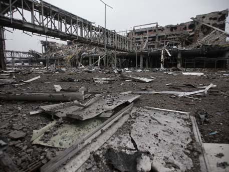 Аэропорт Донецка обстреливает «третья сторона»
