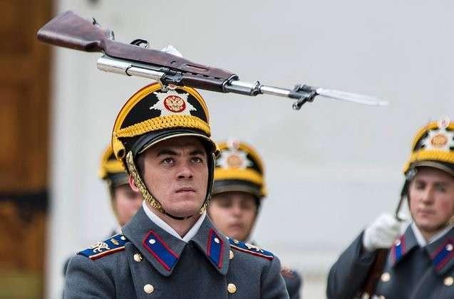 Сегодня в Кремле в первый раз в этом году снова развели караулы. 317647.jpeg