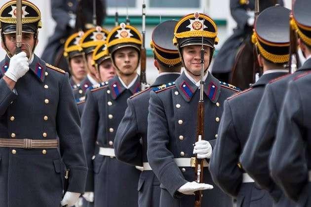 Сегодня в Кремле в первый раз в этом году снова развели караулы. 317646.jpeg