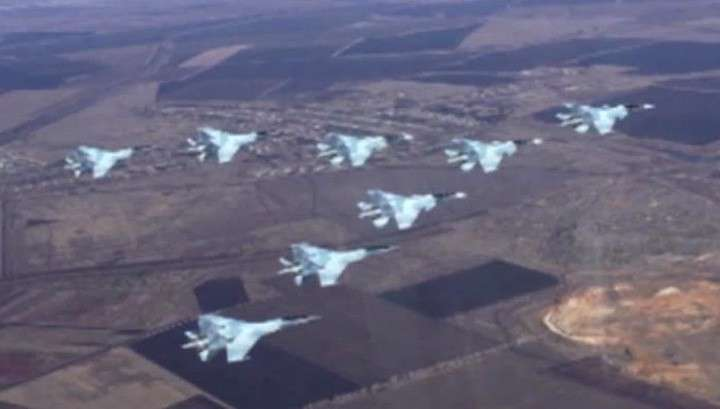 Новейшие истребители Су-35 и Су-30 покажут на Параде Победы