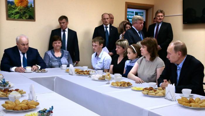 Глава Хакасии попросил Владимира Путина не сажать его, пока не потушит пожары