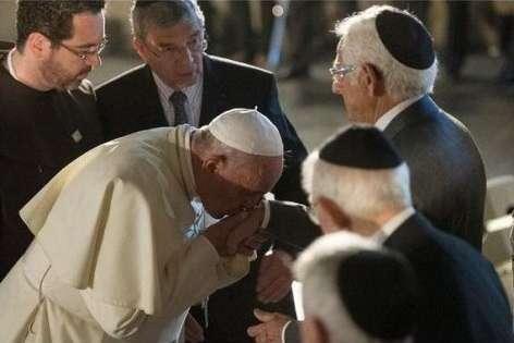 Папа Римский впервые в истории встретился с главраввином Европы