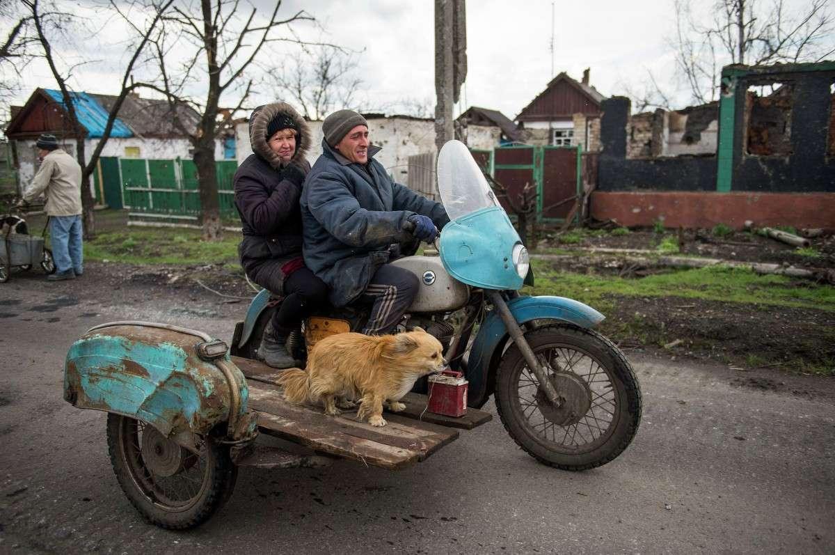 Колонна МЧС с гумпомощью и подарками для ветеранов выехала в Донбасс