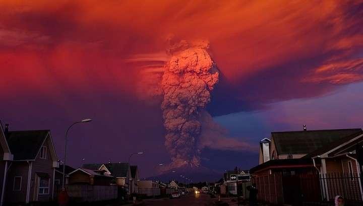 Оранжевая жуть: видео извержения вулкана Кальбуко в Чили