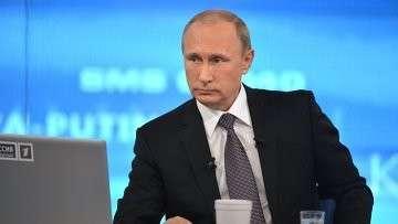 Президент России Владимир Путин отвечает на вопросы россиян в ежегодной специальной программе Прямая линия с Владимиром Путиным. Архивное фото