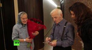 Знаменитая пенсионерка баба Лида встретилась с Шарлем Азнавуром